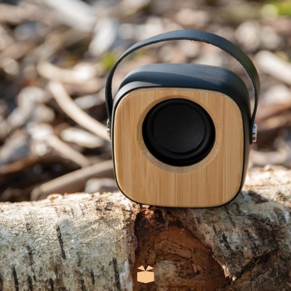 Drewniany głośnik z logo